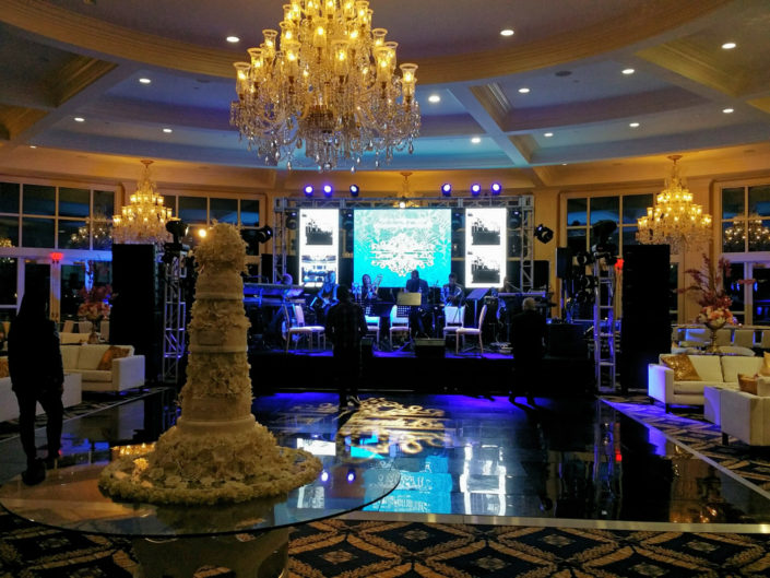 ample of Al-Vento Event production services - High class wedding with cake in the foreground and wedding couple's table in the background
